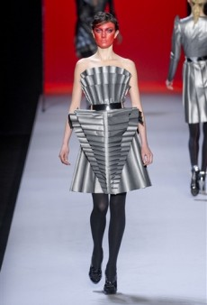 Viktor & Rolf Fall 2011 Runway Review