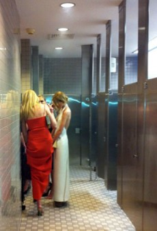 The Ladies Room at the Met Gala and Other Celeb Twitpics of the Week