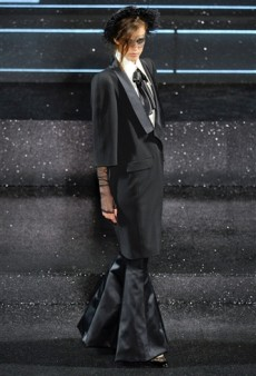 Chanel Haute Couture Fall 2011 Runway Review