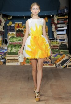 Moschino Cheap & Chic Spring 2012 Runway Review
