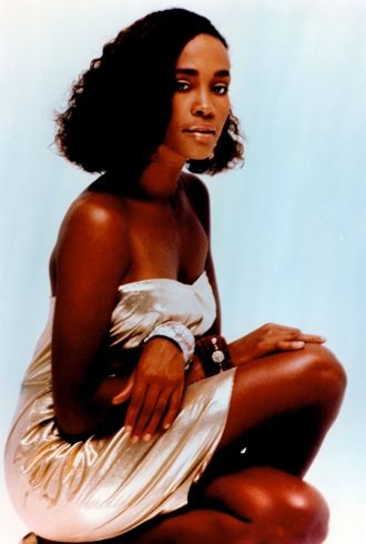 Whitney Houston circa 1985 cropped