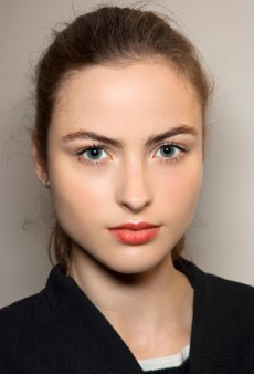Flawless Skin and Statement Lips: Get the Look with Estée Lauder