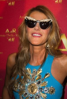 Link Buzz: Anna Dello Russo's H&M Party; Greg Kadel Reacts to Numero's Karlie Kloss Airbrush