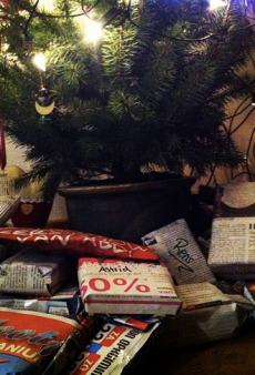 Doutzen Kroes Does Eco-Chic Christmas Wrapping and Other Celeb Twitpics of the Week
