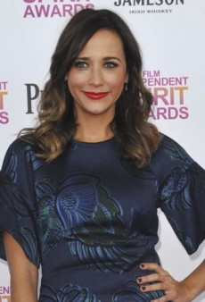 Look of the Day: Rashida Jones Stands Out on the Pink Carpet in Stella McCartney