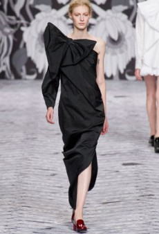 Viktor & Rolf Fall 2013 Runway Review