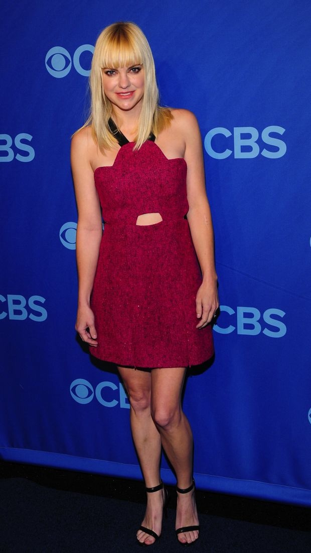 Anna Faris Attends The CBS Upfront In Standout Scalloped