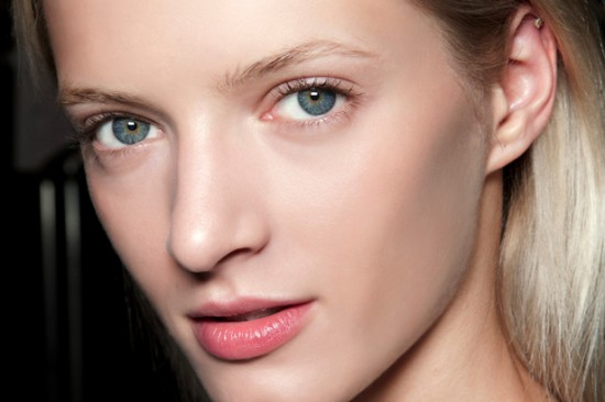Beauty on the Beach: 5 Barely-There Summer Makeup Tips