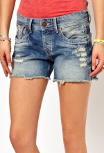 DIY: How to Make the Perfect Pair of Cutoffs