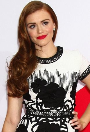 Holland-Roden-Los-Angeles-Premiere-of-Red-2-portrait-cropped
