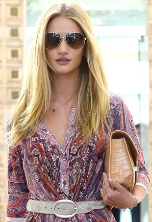 Rosie-Huntington-Whiteley-leaving-a-salon-Los-Angeles-portrait-cropped