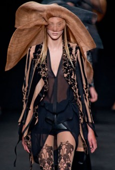 Ann Demeulemeester Spring 2014: A Moody, Darkly Romantic Offering