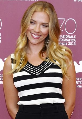 Scarlett-Johansson-70th-Venice-International-Film-Festival-Photocall-for-Under-the-Skin-portrait-cropped