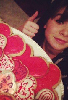 Hailee Steinfeld's Thematic Baking and Other Celeb Twitpics of the Week