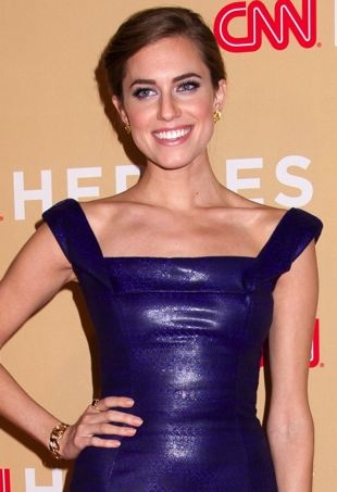Allison-Williams-2013-CNN-Heroes-An-All-Star-Tribute-New-York-City-portrait-cropped