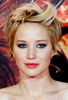 Mix Up Your Smoky Eye with Jennifer Lawrence's Striking Navy Look