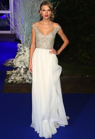 Taylor-Swift-Centrepoint-Winter-Whites-Gala-London-portrait-cropped