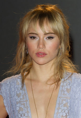 suki-waterhouse-portrait-blotw