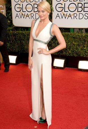 Margot-Robbie-71st-Golden-Globe-Awards-Los-Angeles-Jan-2014-portrait-cropped