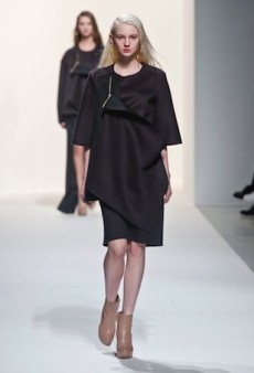 Hussein Chalayan Pits Simplicity Against Complication for Fall 2014 (Runway Review)