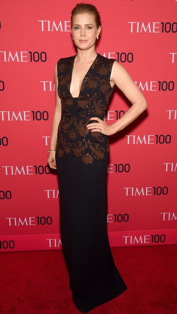 Amy brought some glamour to the gala in a decadent Tory Burch Fall 2014 navy sleeveless gown