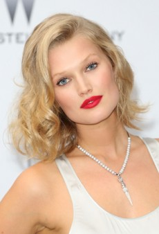 Get Toni Garrn's Effortless Curls at Home