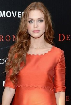 Holland Roden Amps Up Her Philosophy Orange Dress with Navy Accessories