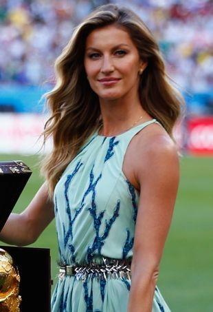 Gisele-Bundchen-2014-FIFA-World-Cup-Trophy-Presentation-Rio-de-Janeiro-portrait-cropped