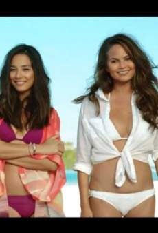 """Air New Zealand Drops """"Sexist"""" Sports Illustrated Swimsuit Model Flight Safety Video"""