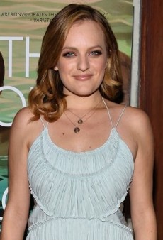 Elisabeth Moss Charms in an Ethereal Chloe Dress