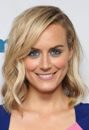 taylor-schilling-blotw-red-carpet-p