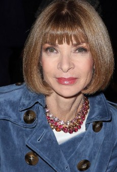 Watch Anna Wintour Dash Out of the Christian Dior Show