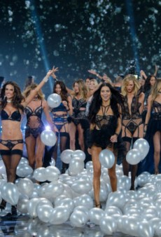Tonight! Watch the Victoria's Secret Pre-Show Live on theFashionSpot