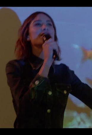 alexa-chung-sings-p