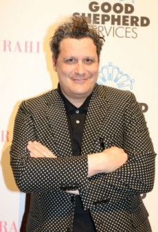 Is the Moon a Planet or a Star? Isaac Mizrahi Investigates