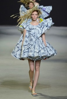 Viktor & Rolf Couture Spring 2015 Runway