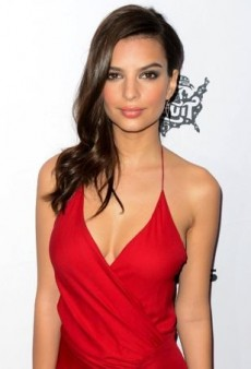 Emily Ratajkowski Heats Up the Red Carpet