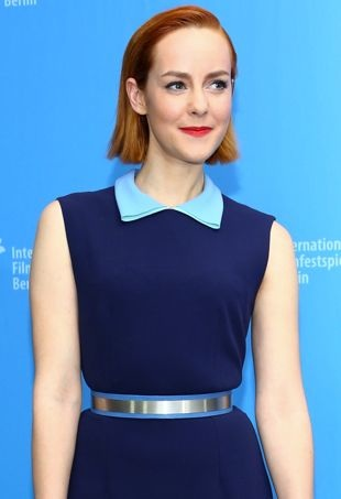 Jena-Malone-BerlinalePhotocall-portraitcropped