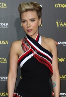 Scarlett Johansson Gets Wrapped Up in Preen for the 2015 G'Day USA Gala