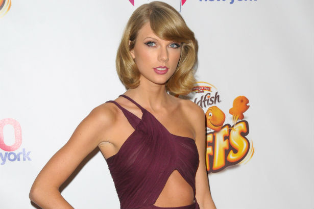 Link Buzz: Taylor Swift Battles It Out with Etsy Sellers, Scott Eastwood's Got a New Gig