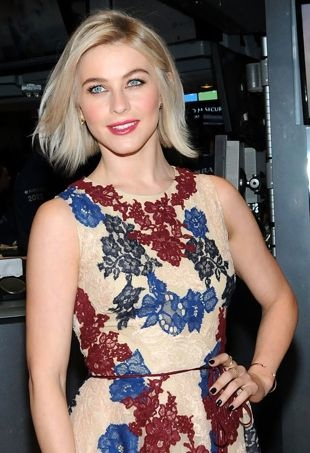 Julianne-Hough-NYStockExchange-portraitcropped