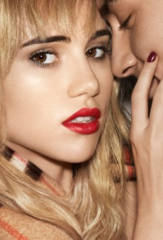 Watch: Suki Waterhouse Stars in Steamy Burberry Kisses Lipstick Campaign