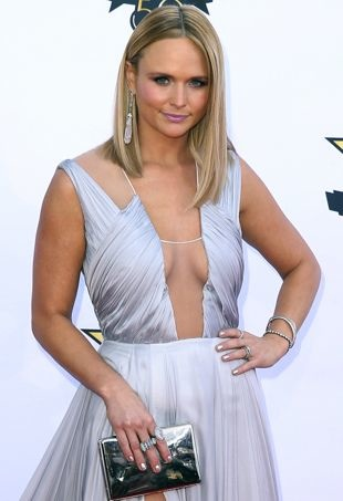 Miranda-Lambert-ACMAwards-portraitcropped