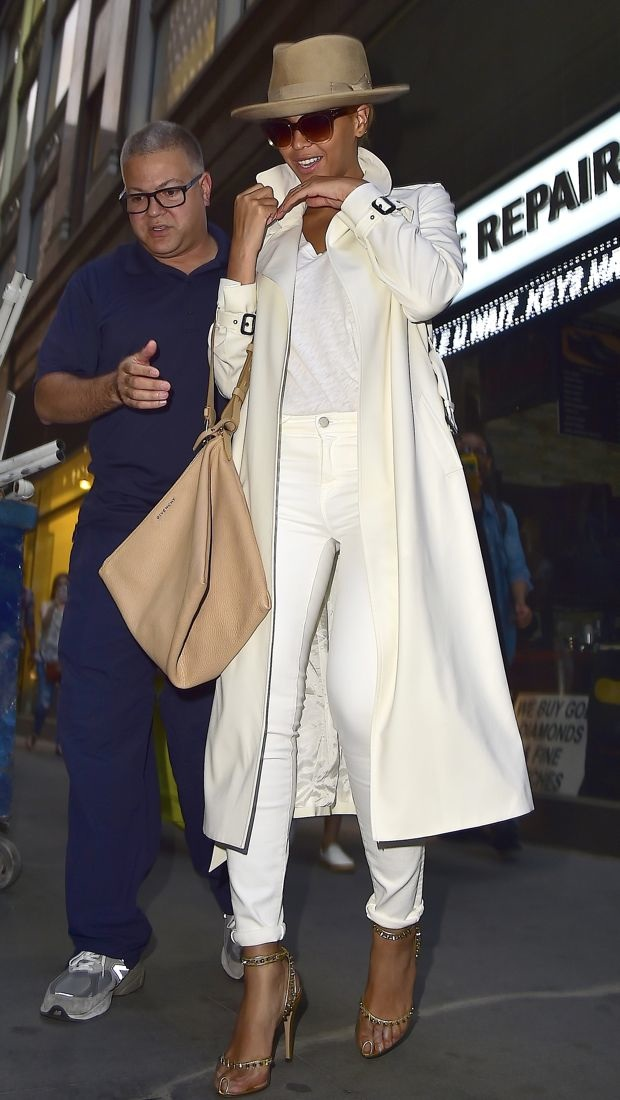 Beyoncé puts it in neutral in Barneys New York and J Brand