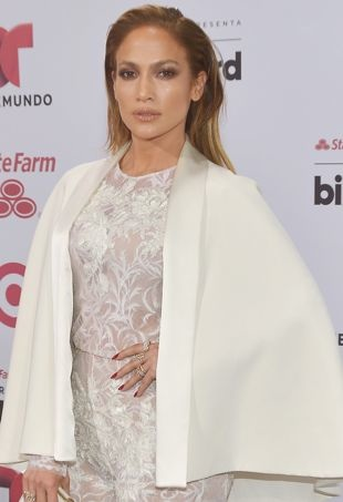 Jennifer-Lopez-2015BillboardLatinMusicAwards-portraitcropped