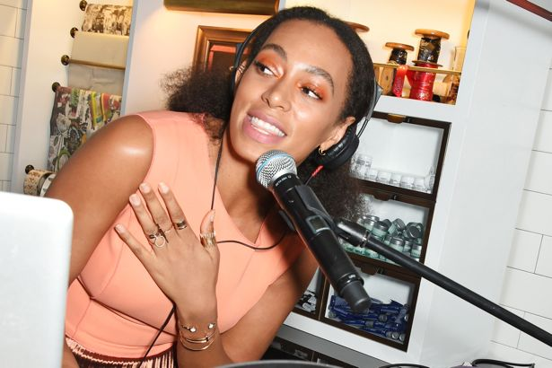 Solange Knowles wears orange eyeshadow