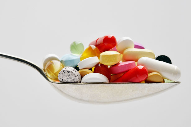 vitamins on a spoon: vitamin deficiency symptoms
