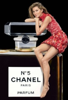Gisele Bündchen Is Back for Chanel N°5's Holiday Campaign (Forum Buzz)