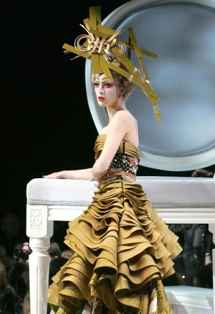 Raquel-Zimmermann-ChristianDiorSpring2007Couture-portraitcropped