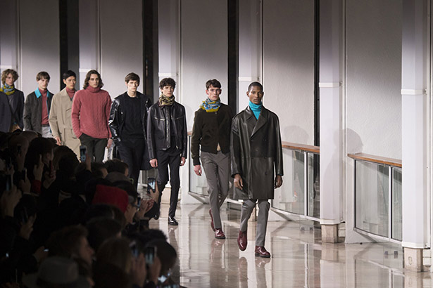 See all the Hermès Men's Fall 2016 looks from the runway.